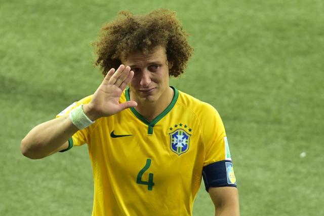 """Desculpa a todo mundo"", diz David Luiz na saída do campo GABRIEL BOUYS/AFP"