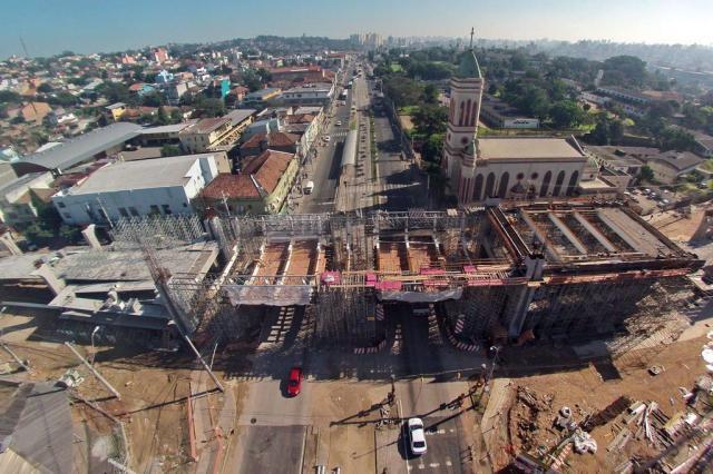 O que está em ritmo lento: viaduto da Bento Diego Vara/Agencia RBS