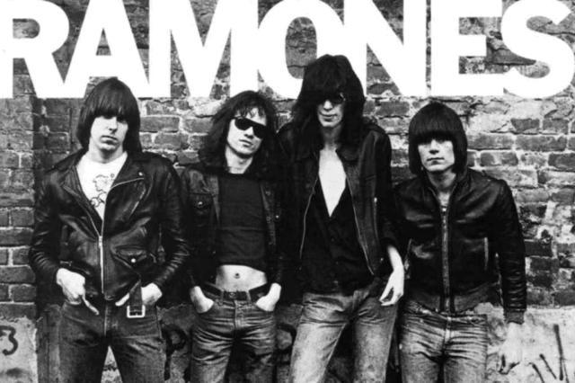 Famosos lamentam morte de Tommy Ramone Reprodução/Reprodução