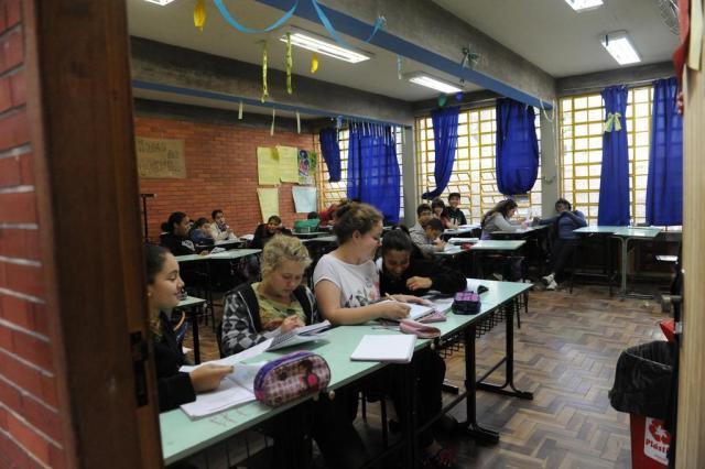 Às vésperas das férias de inverno, faltam professores nas escolas da Capital Luiz Armando Vaz/Agencia RBS