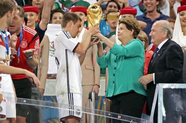 Dilma é alvo de vaias e ofensas ao entregar taça da Copa Jefferson Botega/Agencia RBS
