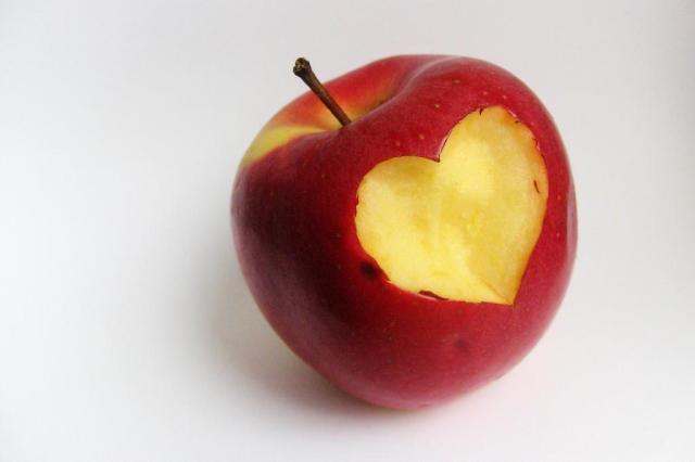 Estudo indica que comer uma maçã por dia pode melhorar vida sexual das mulheres Dorota Kaszczyszyn/freeimages