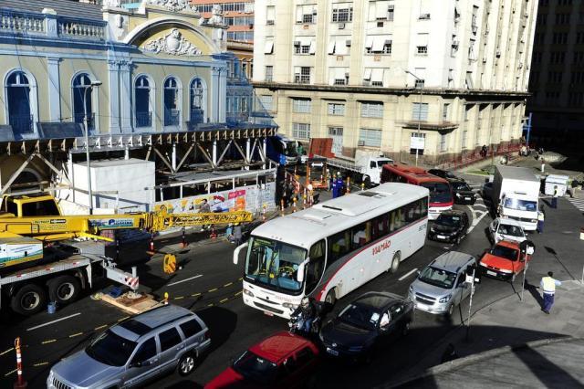 Fique atento: com obra no Mercado Público, trânsito está em meia pista Ronaldo Bernardi/Agencia RBS