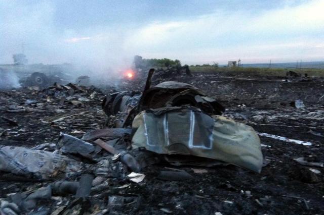 Avião de companhia aérea malaia cai no leste da Ucrânia DOMINIQUE FAGET/AFP