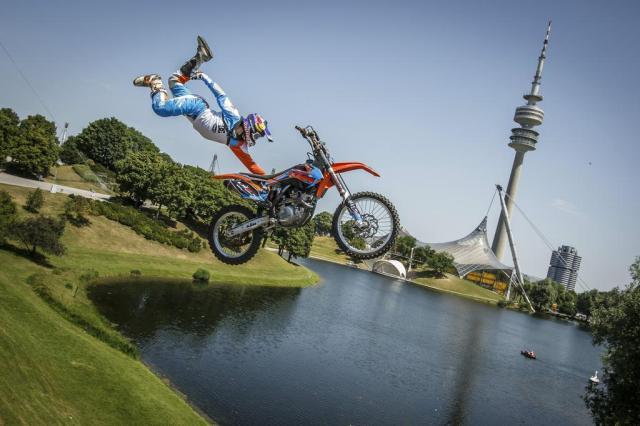 Campeonato Mundial de Motocross Estilo Livre ocorre sábado em primeira pista flutuante da história Flo Hagena/Red Bull Content Pool