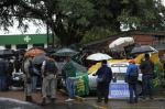 Rodoviários da Trevo bloqueiam saída de ônibus da garagem da empresa
