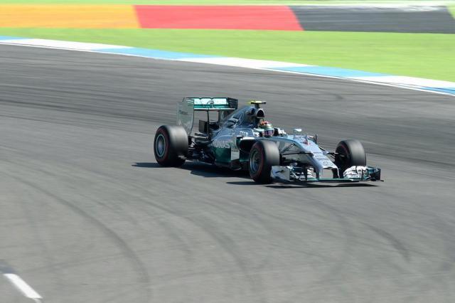 Rosberg garante a pole em casa CHRISTOF STACH/AFP
