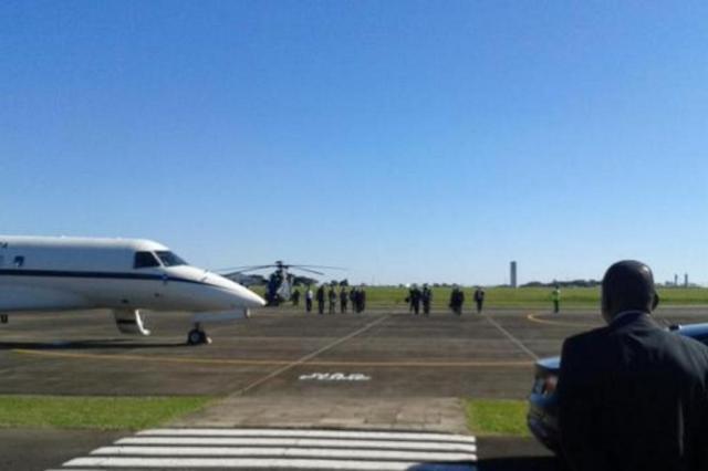 Dilma e Tarso sobrevoam Uruguaiana para avaliar áreas atingidas pelas chuvas Guilherme Gomes/Divulgação Palácio Piratini