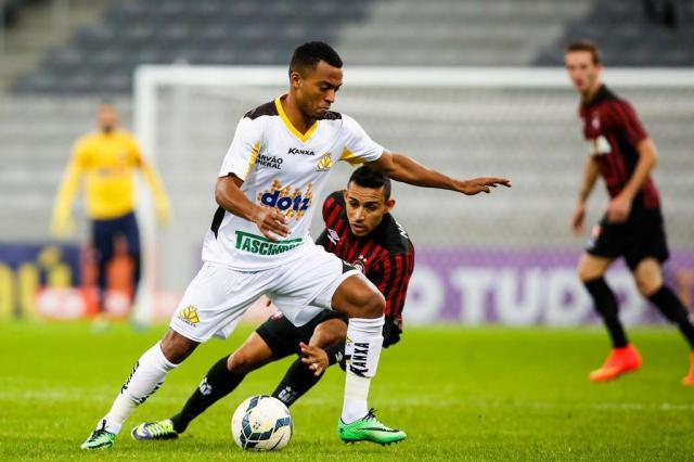 Jogadores do Criciúma falam em 'apagão' para justificar derrota em Curitiba Brunno Covello/Gazeta do Povo