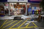A destruição do posto após a briga entre torcedores do Inter