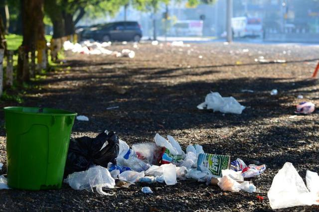 Depois do jogo do Inter, lixo se acumula no Caminho do Gol Fernando Gomes/Agencia RBS