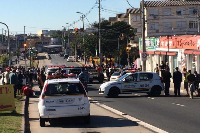 Dois homens são mortos em tentativa de assalto a loja na Zona Norte da Capital Mateus Bruxel/Agência RBS