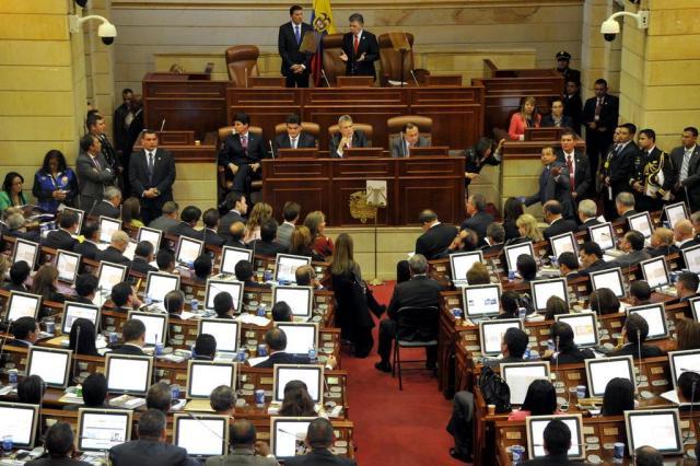 Líderes de guerrilhas colombianas pedem que novo Congresso trabalhe pela paz Guillermo Legaria/AFP