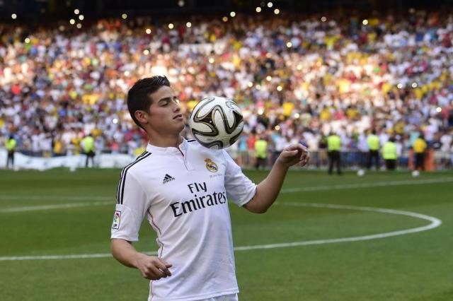 Com 45 mil pessoas no Bernabéu, James Rodríguez é apresentado pelo Real Madrid PIERRE-PHILIPPE MARCOU/AFP