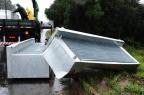 Carga de caminhão cai sobre carro na BR-386, em Nova Santa Rita Ronaldo Bernardi/Agencia RBS