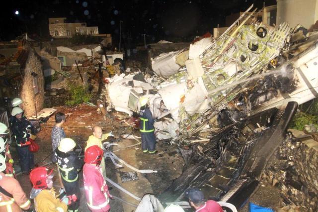 Ministro corrige para 47 o número de mortos em queda de avião AFP PHOTO/Apply Daily TAIWAN / HO