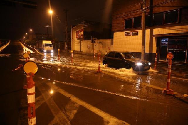 Chuva intensa causa pontos de alagamento em ruas e avenidas de Porto Alegre Léo Cardoso/Agência RBS