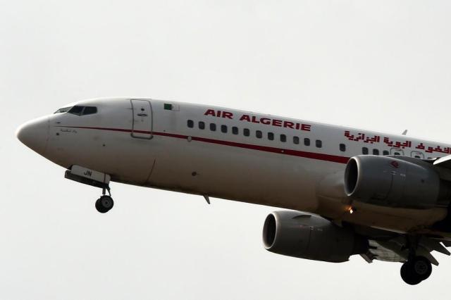 Chanceler francês: nenhuma hipótese pode ser descartada no sumiço de avião da Air Algérie Farouk Batiche/AFP