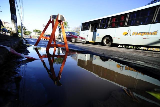 Chuvas deixam vias esburacadas em Porto Alegre Ronaldo Bernardi/Agencia RBS