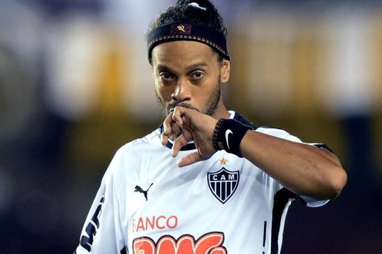 Ronaldinho pode ser oferecido ao Grêmio por empréstimo Juan Mabromata/AFP