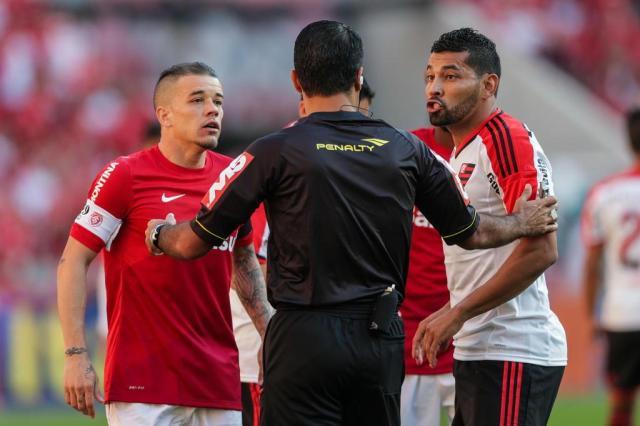 Flamengo e Inter podem ser punidos por agressão a lateral André Santos Félix Zucco/Agencia RBS