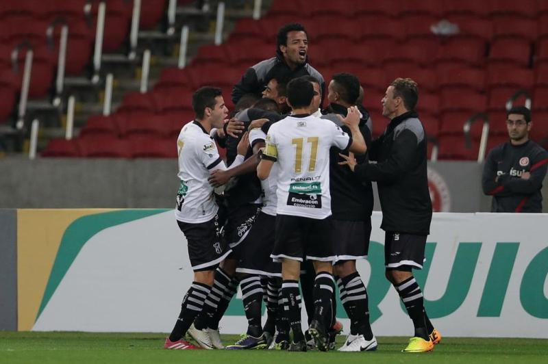 Jogadores do Ceará celebram o tento.:imagem 17