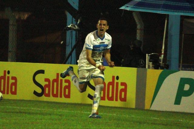 """Juba: """"Pedi para chutar a bola ao gol"""" Giovani Jr./ECNH/Divulgação"""