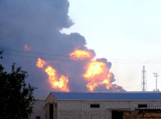 Pelo menos 22 pessoas morrem em combates na Líbia MAHMUD TURKIA/AFP