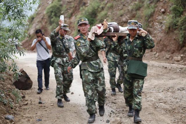 Terremoto provoca 367 mortes no sudoeste da China STR/AFP