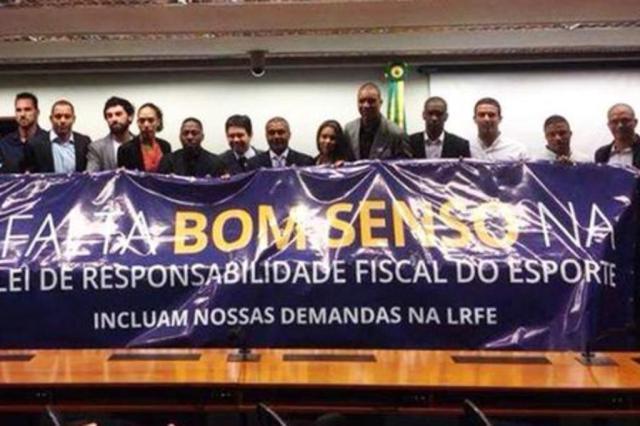 Jogadores do Bom Senso FC fazem pressão em Brasília antes de votação de Lei de Responsabilidade Fiscal Reprodução/Facebook