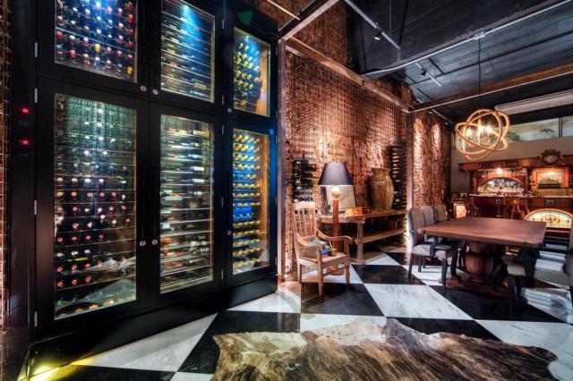 Adega para até 3 mil vinhos é ambiente de lazer para um pai colecionador da bebida Omar Freitas/Agencia RBS