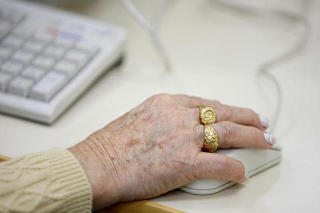 Navegar na internet pode prevenir demência em idosos Rogerio da Silva/Agencia RBS