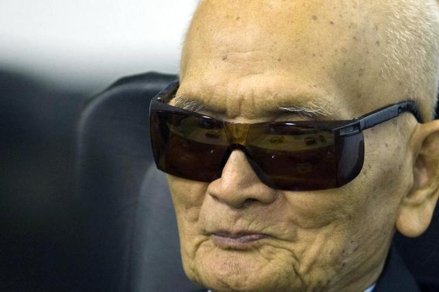 Ex-líderes do Khmer Vermelho são condenados à prisão perpétua no Camboja MARK PETERS/ECCC
