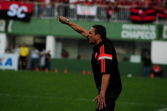 Com o pior ataque, Luxa intensifica treino de finalização no Flamengo Sirli Freitas/Agencia RBS