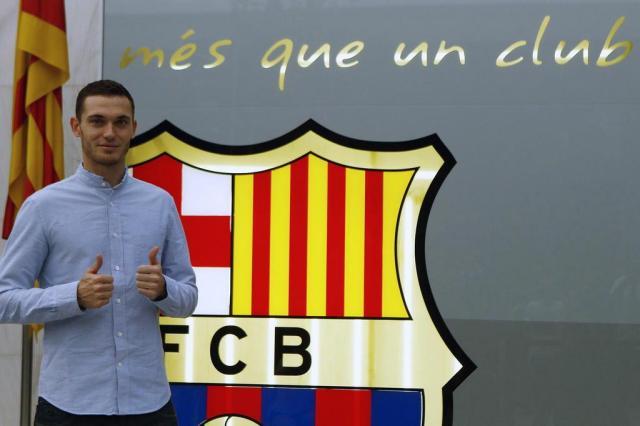 Em seu site, Barcelona oficializa contratação de Thomas Vermaelen QUIQUE GARCIA/AFP