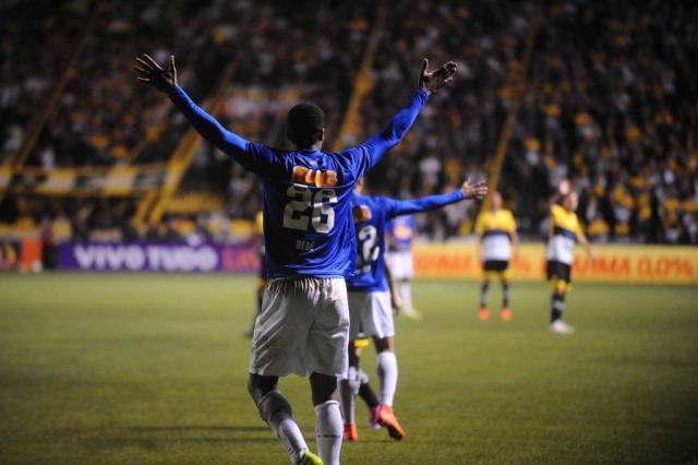 Jogadores e técnico do Cruzeiro reclamam da arbitragem no empate com o Criciúma Caio Marcelo/Agência RBS