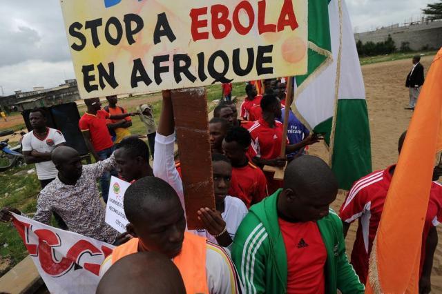 Costa do Marfim suspende voos de países afetados pelo ebola Sia Kambou/AFP