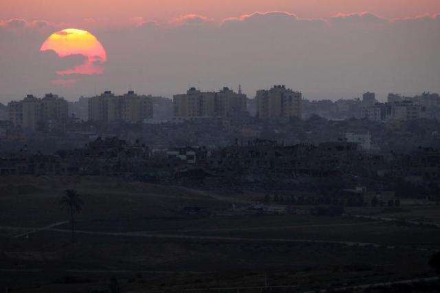 Delegação israelense chega ao Egito para negociar trégua duradoura DAVID BUIMOVITCH/AFP