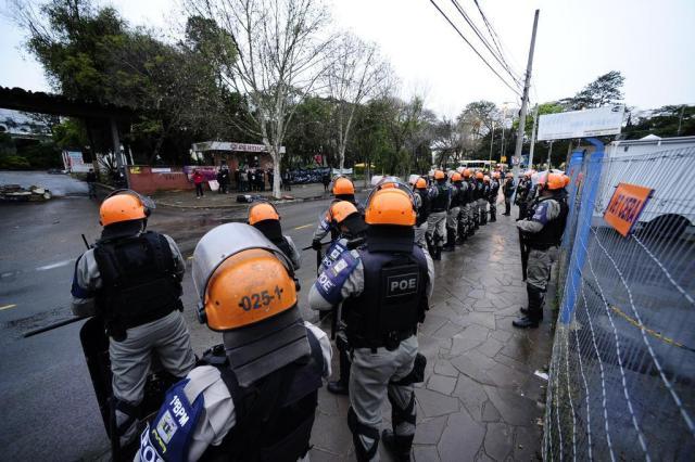 Ocupantes são removidos de terreno na Zona Sul Ronaldo Bernardi/AgênciaRBS
