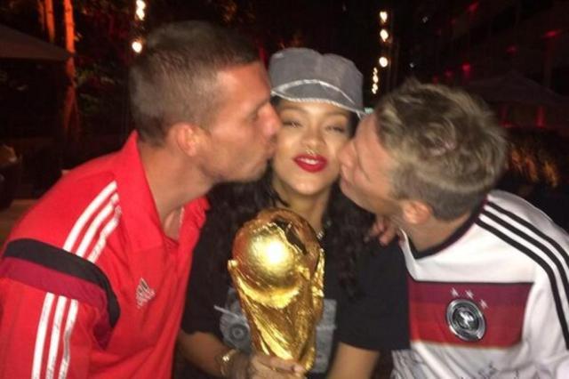 Rihanna quer comprar o Liverpool e ter Drogba como conselheiro, garante jornal Reprodução/Twitter
