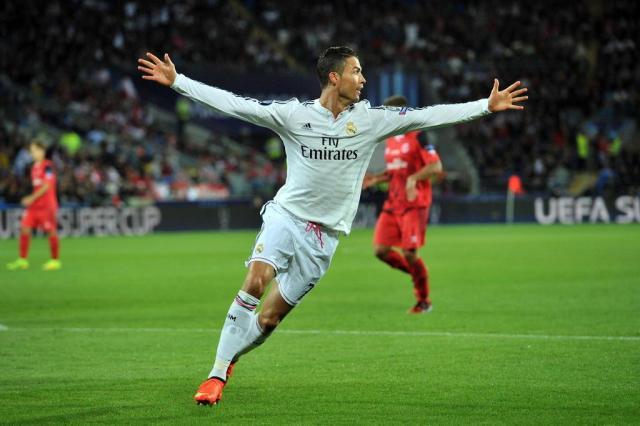 Com reforços em campo, e dois gols de CR7, Real vence a Supercopa da Europa GLYN KIRK/AFP
