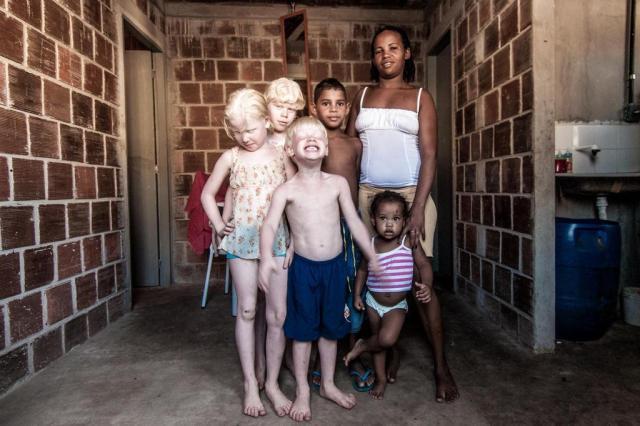 Famoso por ensaio com crianças albinas, fotógrafo Alexandre Severo morre em acidente com Eduardo Campos Alexandre Severo/Divulgação