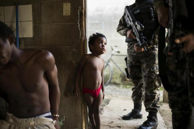 Crise econômica em Honduras fortalece gangues que migram para o país Ian Willm/NYTNS