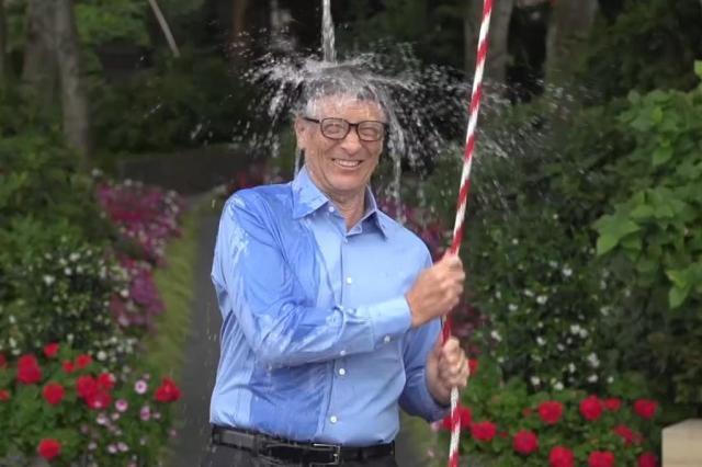 Entenda o Ice Bucket Challenge: desafio que transforma banhos gelados em solidariedade Reprodução/Facebook