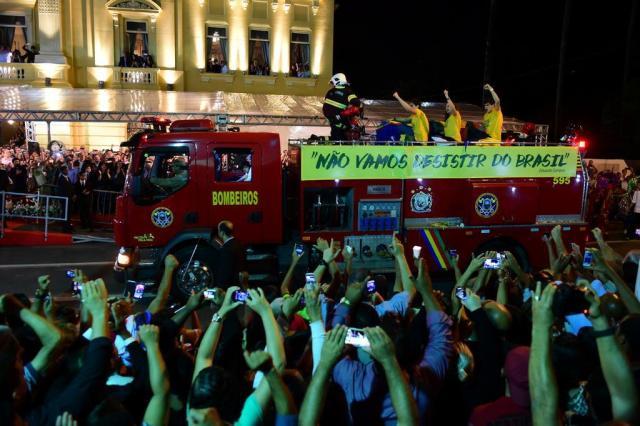 Restos mortais de Eduardo Campos chegam ao local do velório Fernando Gomes/Agencia RBS