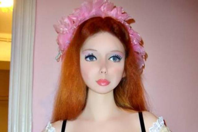 Ucraniana de 16 anos é a nova Barbie humana VK/Divulgação