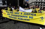 Aposentados fazem manifestação no centro de Porto Alegre Ronaldo Bernardi/Agencia RBS