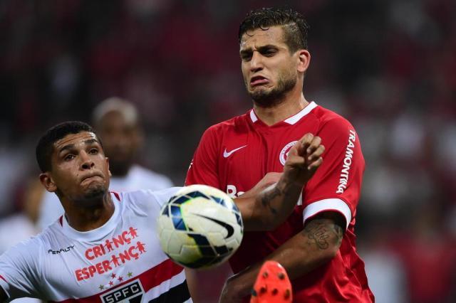 Criticado e sem gols: o que está acontecendo com Rafael Moura? Ricardo Duarte/Agencia RBS