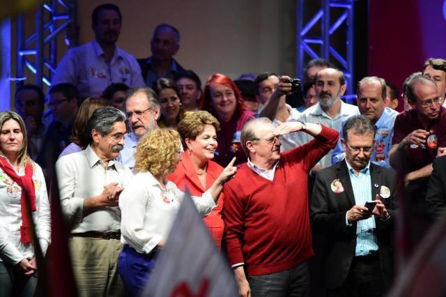 """Dilma critica """"pessimistas"""" e promete obras em comício em Porto Alegre Ricardo Duarte/Agencia RBS"""
