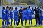 Saimon retorna, mas Edinho e Riveros continuam fora do time do Grêmio Lauro Alves/Agencia RBS